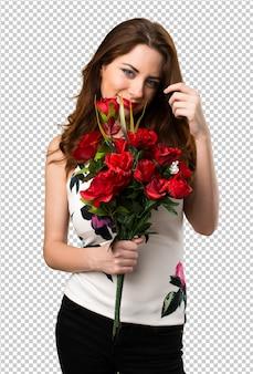 Belle jeune fille tenant des fleurs