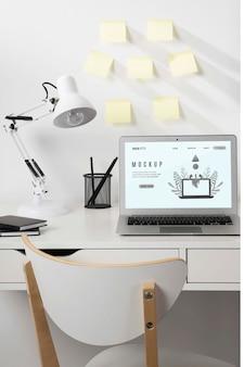 Belle maquette de concept de bureau