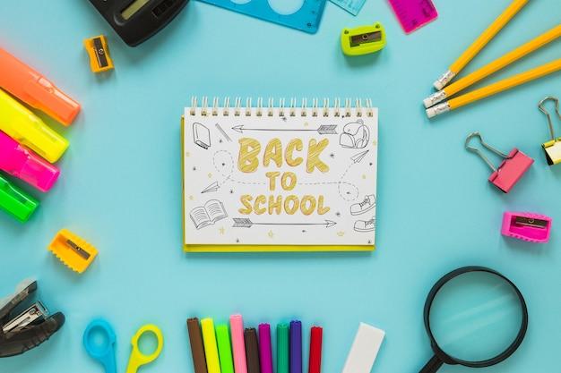 Bloc-notes avec le concept de retour à l'école