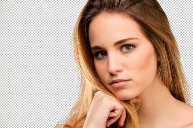 Blondy jeune femme pensant