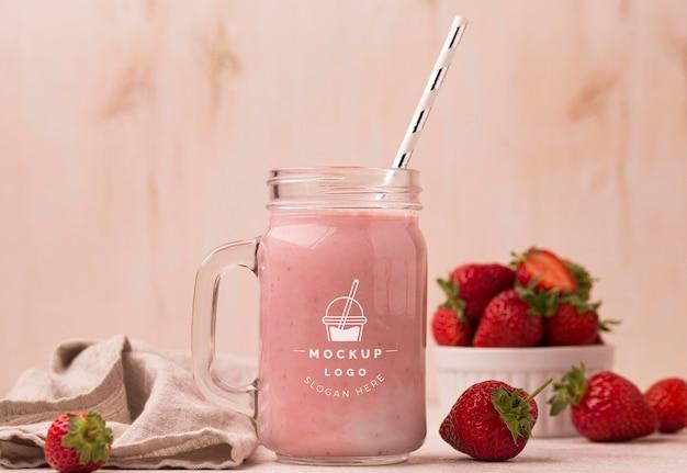 Boisson saine smoothie aux fraises