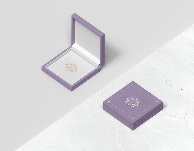 Boîte cadeau violette plate avec couvercle