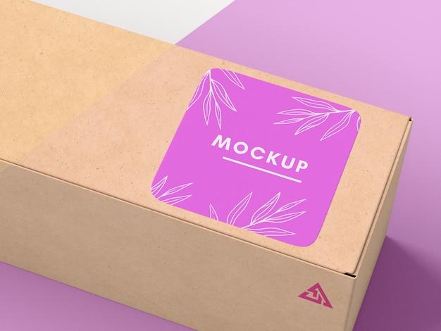 Boîte En Carton Avec Maquette D'autocollant Psd gratuit