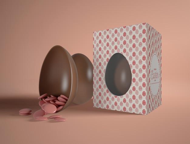 Boîte avec des oeufs de pâques au chocolat