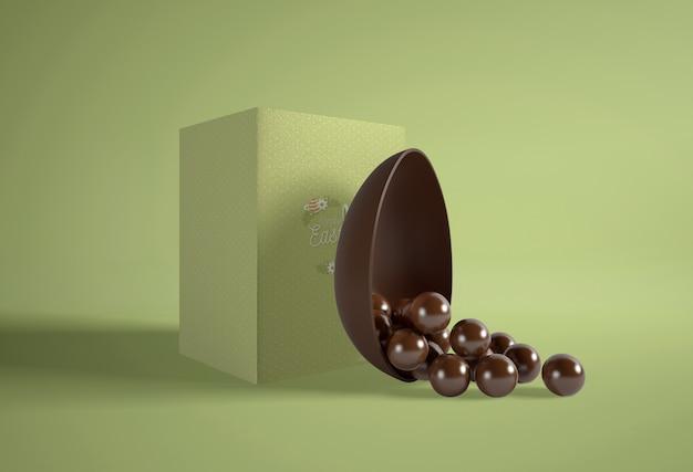 Boîte verte avec des œufs en chocolat
