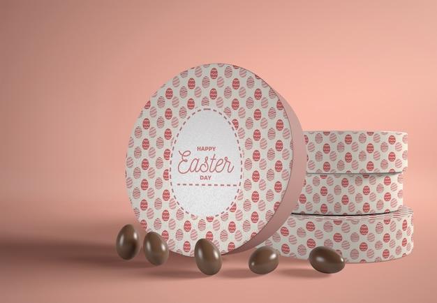 Boîtes à angle élevé avec des œufs en chocolat