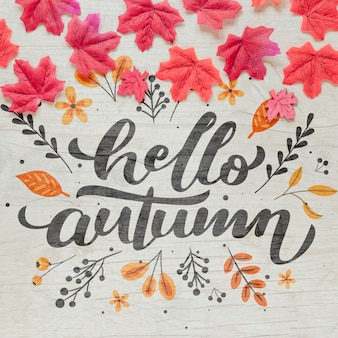 Bonjour calligraphie d'automne avec des feuilles séchées roses