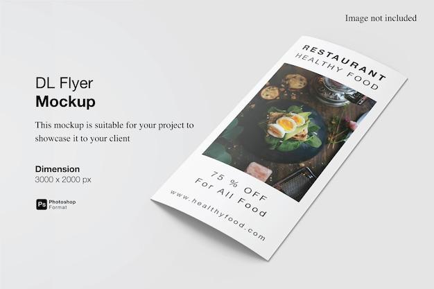 Bouchent la conception de maquette de flyer dl réaliste isolée