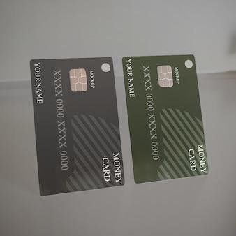 Bouchent la maquette de deux cartes de débit