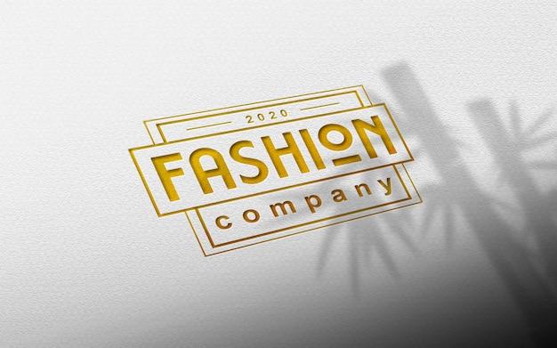 Bouchent la maquette de logo en papier doré