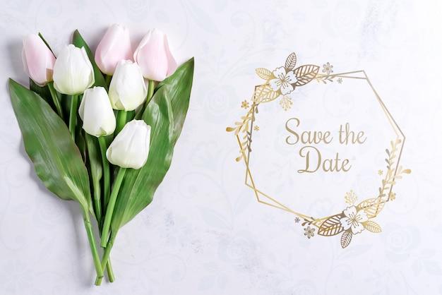 Bouquet de fleurs de tulipe pastel de printemps sur fond de pierre, à plat avec copie espace