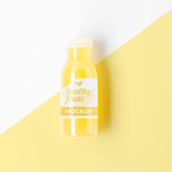 Bouteille de maquette de smoothie jaune