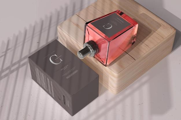 Bouteille de parfum avec maquette de boîte