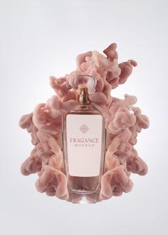 Bouteille de parfum et maquette de fumée rose