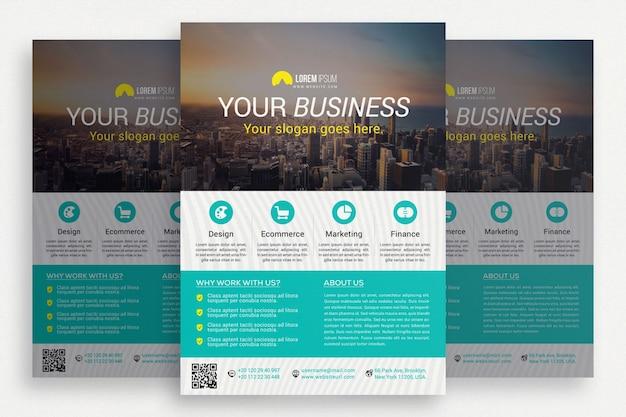 Brochure commerciale blanche avec détails aquamarine