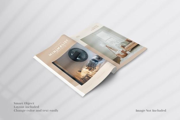 Brochure minimaliste ouverte et perspective ou maquette de magazine