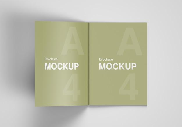 Brochure ouverte ou maquette de magazine