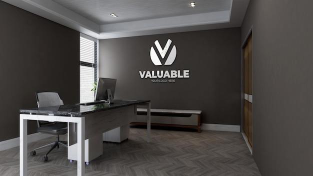 Bureau du directeur d'entreprise avec maquette de logo mural