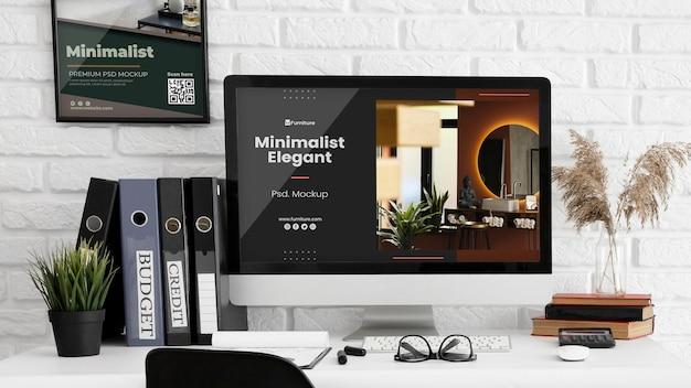 Bureau avec maquette d'ordinateur