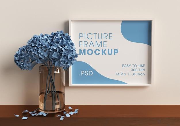 Cadre de l'affiche à côté d'un vase avec rendu de conception de maquette de fleurs