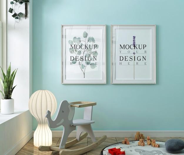 Cadre affiche maquette dans la chambre de bébé bleue