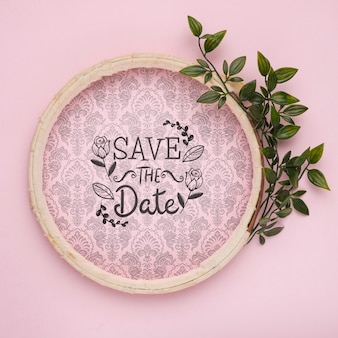 Cadre circulaire en bois pour sauver la maquette de la date