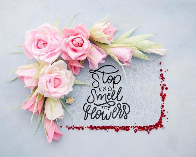 Cadre floral coloré avec message positif