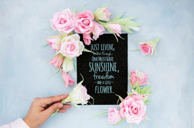 Cadre floral en fleurs avec message