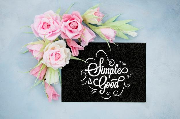 Cadre floral ornemental avec citation inspirante