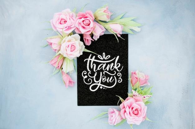 Cadre floral ornemental avec citation positive