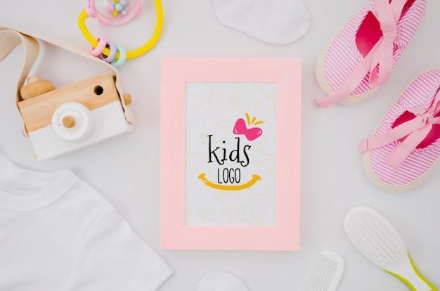 Cadre avec jouets pour enfants