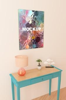 Cadre maquette au dessus de la petite table