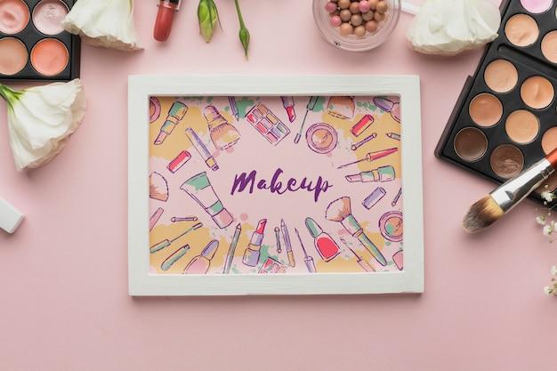 Cadre avec maquette de message de maquillage