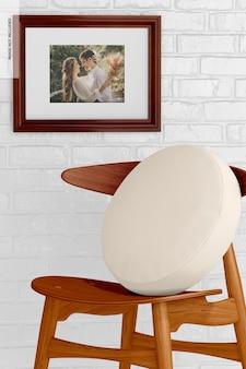 Cadre photo 3:4 avec maquette de chaise