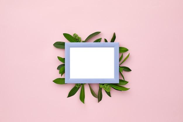 Cadre photo décoré de feuilles vertes