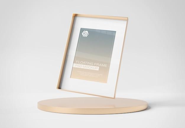 Cadre photo flottant sur une maquette de podium en or