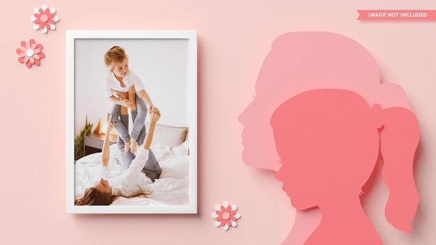 Cadre photo avec des silhouettes de maman et fille dans un style papercut. rendu 3d