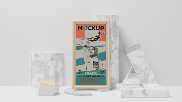 Cadre rétro abstrait et maquette d'objets élégants