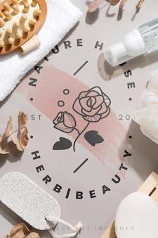 Cadre rond avec produits de bain sur maquette