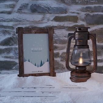 Cadre avec vue d'hiver à côté de la lanterne