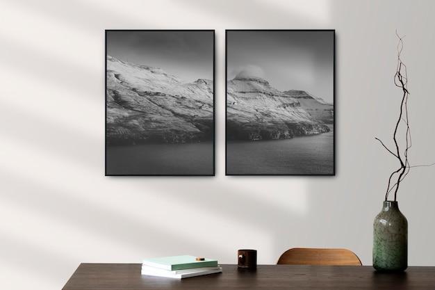 Cadres photo maquette psd accroché au mur design d'intérieur scandinave