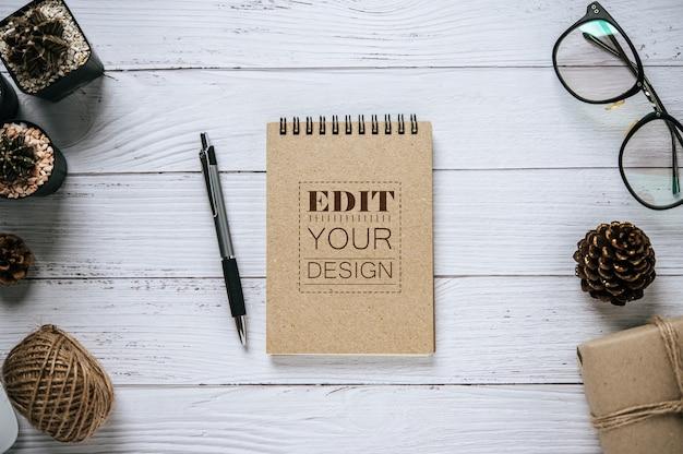 Cahier avec espace de travail
