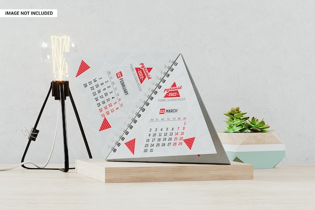 Calendrier pyramidal avec maquette de pages ouvertes
