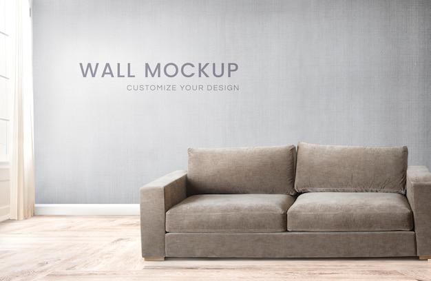 Canapé dans une pièce grise