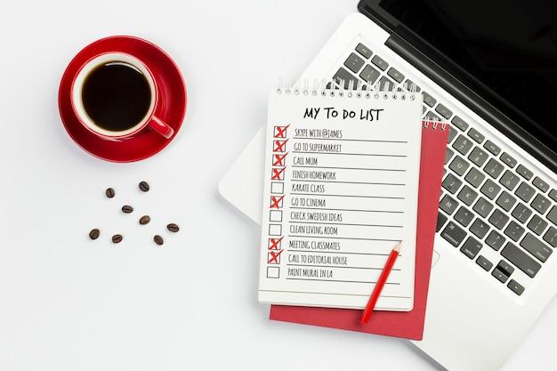 Carnet de vue de dessus avec concept de liste de tâches