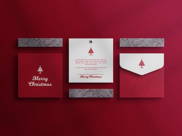 Carte d'invitation de noël et maquette d'enveloppe avec du bois
