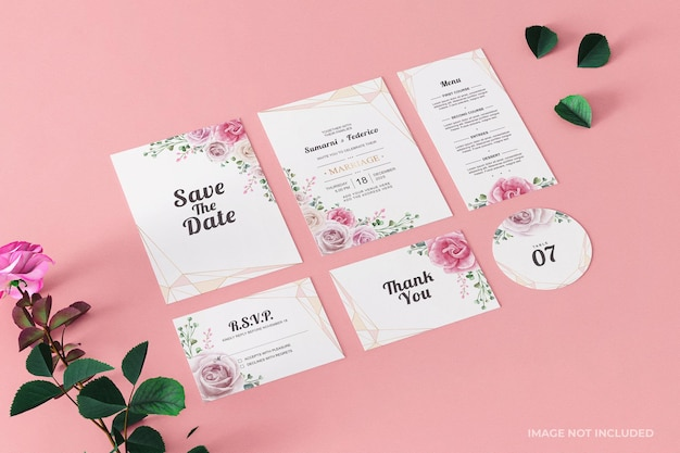 Carte de papeterie de maquette d'invitation de mariage rose