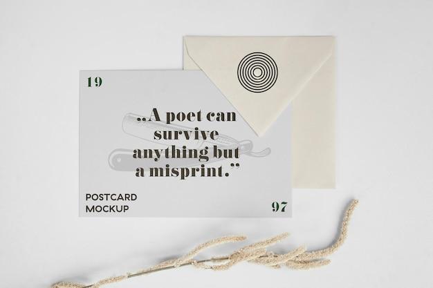 Carte postale horizontale et maquette d'enveloppe