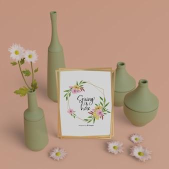 Carte de printemps maquette avec cadre de vases