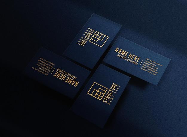 Carte de visite bleue de maquette de logo en relief d'or de luxe